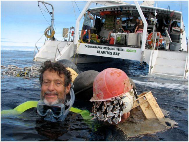 Чарльз Мур в океане