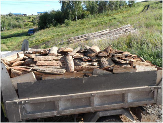 машина с дровами из горбыля