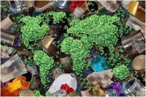 очертание мира на фоне мусора