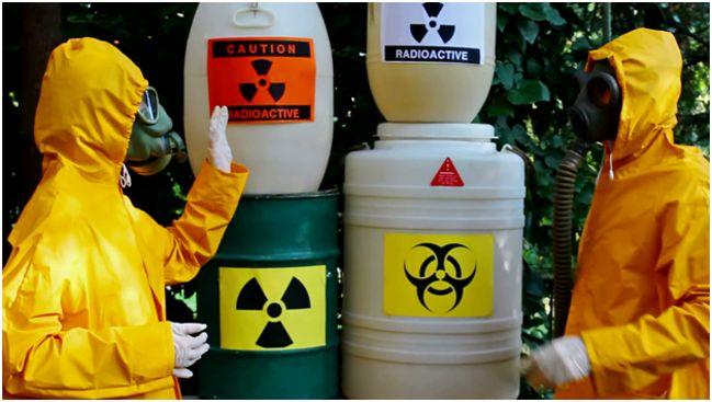 радиоактивные отходы в бочках и канистрах