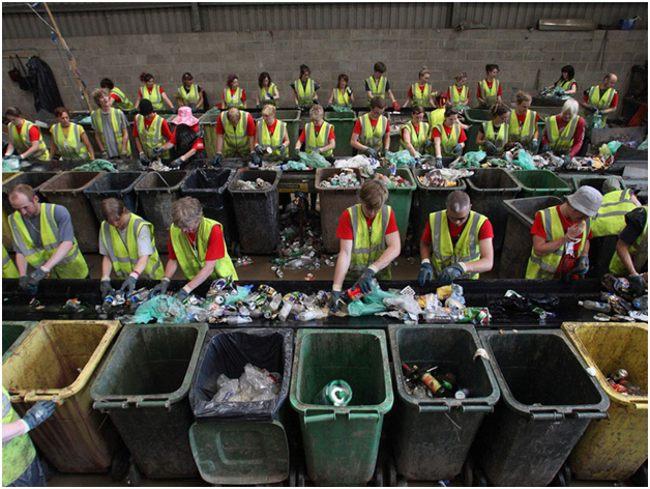 сортировка мусора на заводе