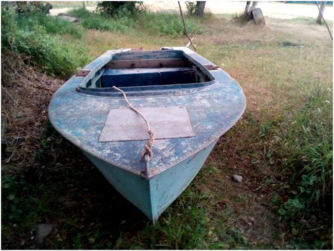 старая дюралевая лодка