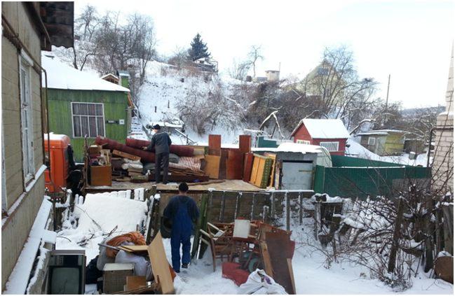 вынесенная зимой старая мебель