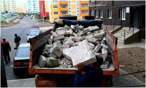 куски бетона в грузовике