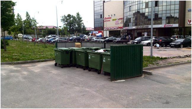 мусорные баки торгового комплекса