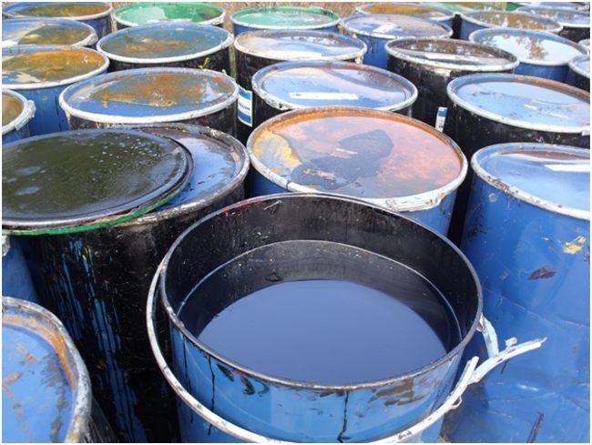 отработанное масло в бочках
