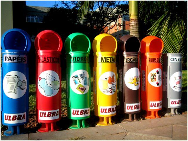 разноцветные урны для отходов