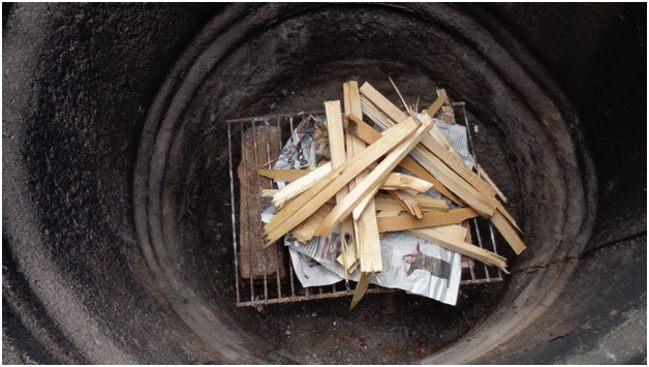внутри бочки для сжигания отходов