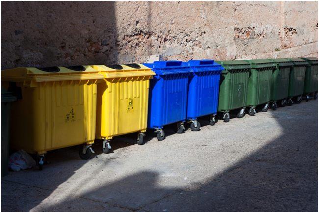 закрывающиеся мусорные баки