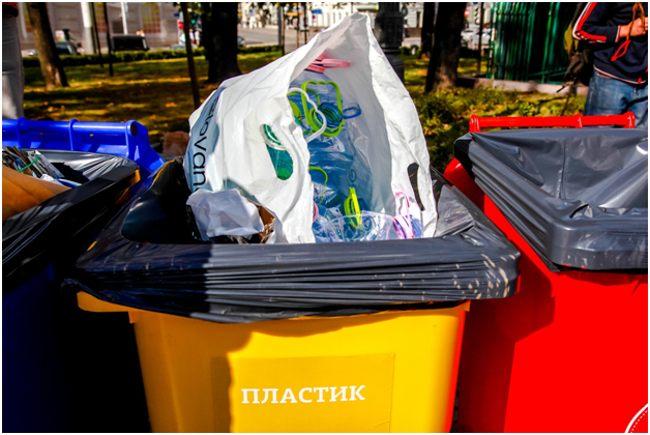 желтый контейнер для пластика