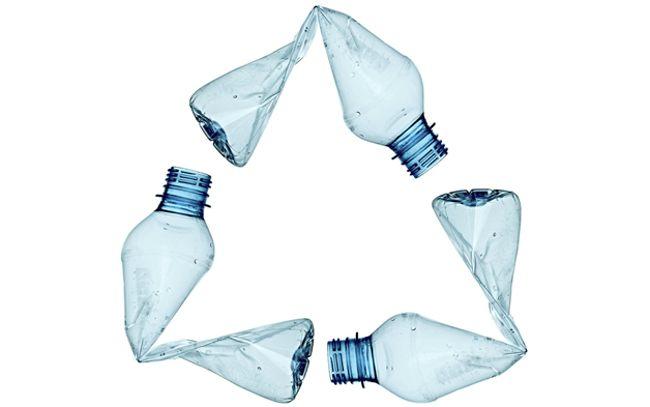 значок рециклинга из бутылок
