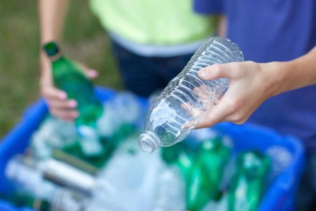 чистая пластиковая бутылка