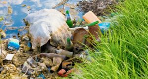 мусор на берегу реки