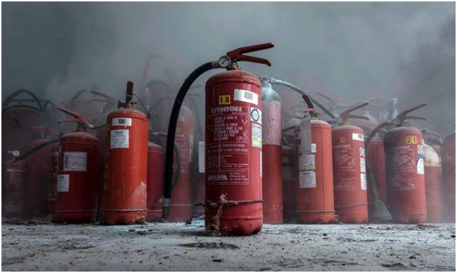 огнетушители в дыму