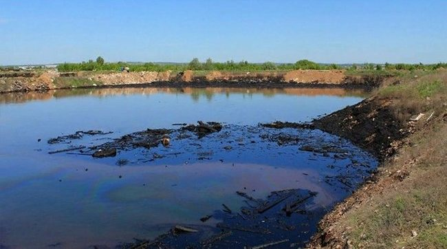 озеро жидких отходов