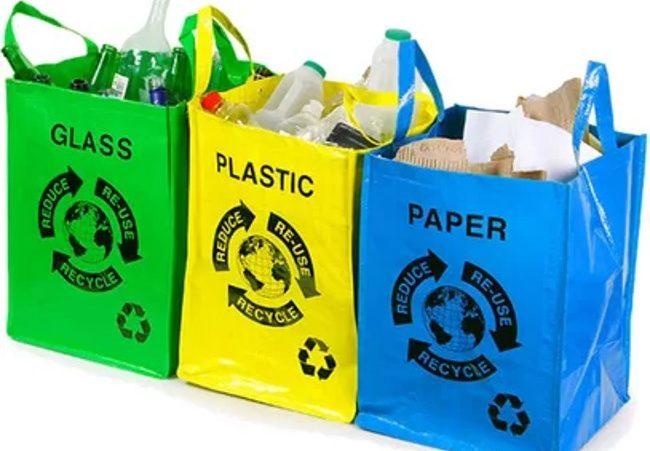 пакеты с мусором