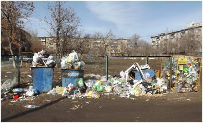 переполненные мусорные баки
