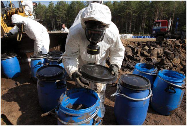 складирование токсичных отходов в бочки