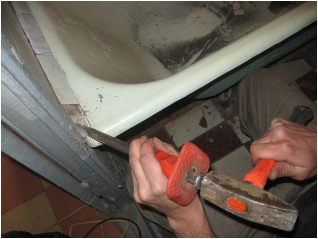 снятие плитки с ванны