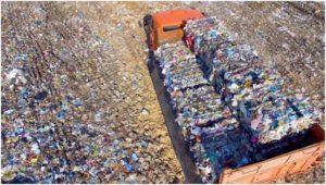 спрессованные отходы в машине