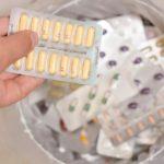 таблетки в мусорное ведро