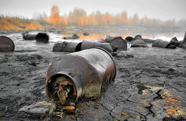токсичные отходы в реке