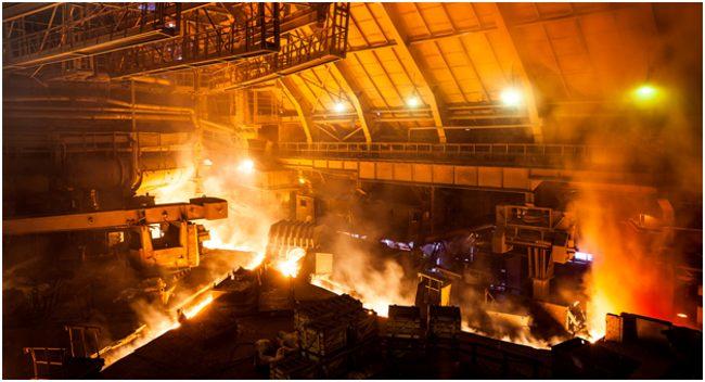 внутри металлургического завода