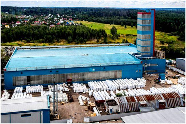 завод по переработке пластика снаружи