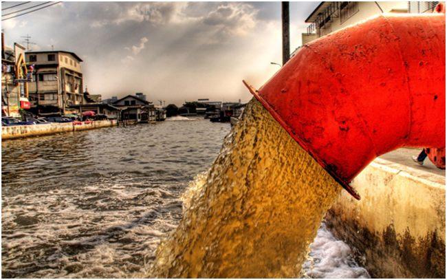 жидкие отходы, сбрасываемые в реку